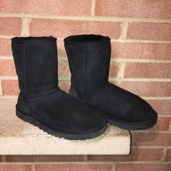 b3752e90fd8 UGG Australia SN#5825 Woman's Size 8 Classic Short